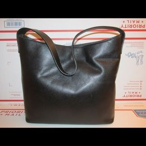 Authentic Burberry black leather bag T-03-1